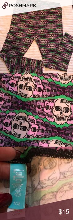 🎄LuLaRoe TC2 Skull Leggings🎄 🎄NWOT LuLaRoe TC2 Leggings with Skulls.  Never worn or washed.🎄 LuLaRoe Pants Leggings