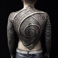 This Tattoo Artist's Incredibly Detailed Sacred Geometry Tattoos Will Blow Your Mind (Photos)