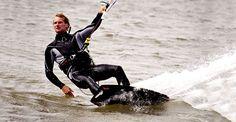 Kite Surf - Este deporte extremo requiere de experiencia pues consiste en deslizarse sobre agua utilizando una tabla siendo jalado por un cometa.