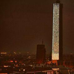 Torre di Bologna illuminata