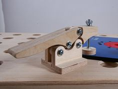 surface toggle clamp in action
