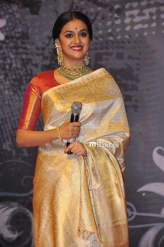 Are you researching for quality Latest Elegant Indian Sari and products such as Latest Elegant Saree plus Bollywood sari in which case Click visit link for Pattu Saree Blouse Designs, Saree Blouse Patterns, Bridal Silk Saree, Saree Wedding, Indian Sarees, Silk Sarees, Kerala Saree Blouse, Drape Sarees, Kanjivaram Sarees