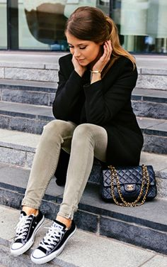 These black converse look cute and casual paired with skinny jeans and a blazer. Via Marianna Mäkelä. Coat: Tiger of Sweden, Knit: Hunkydory, Jeans: Zara. Shoes: Converse.