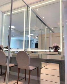 Penteadeira com móvel espelhado e espelho com efeito jateado+ LED para ajudar na make! #makeup #espelhos