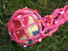 Net for juggling ball, crocheted including plastic melting beads