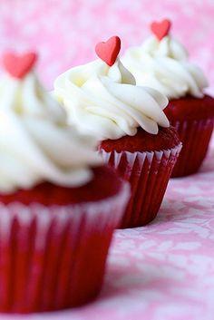 Red Velvet Cupcake LEGGI LA RICETTA ► http://www.dolciricette.org/2012/08/cupcakes-al-cioccolato-ricetta-originale.html