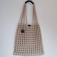 Discover thousands of images about Mutlu hafta sonlari🐾🐾🐾 . Mode Crochet, Crochet Tote, Crochet Handbags, Crochet Purses, Knit Crochet, Triangle Bag, Crochet Triangle, Net Bag, Macrame Bag