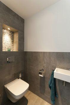 Toiletruimte met tegels van Porcelanosa