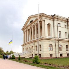 """Razumovsky #Palace is the central building of the National Historical and Cultural Reserve of #Ukraine """"The Hetman's Capital"""". A small town of #Baturin is called so by right, because here was the residence of the last four hetmans of the Zaporozhye army. Kirill Razumovsky was the last hetman and he decided to rebuild the capital in a more #European style. Here there was a palace and park ensemble, over which in the middle of the 18th century the architect Kvasov worked. True to the turn of…"""