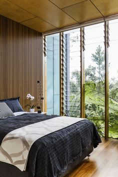 "This bedroom is located on the lowest level of the house, but with the rainforest vista, it could be in the treetops.   **Bedlinen**, [Bed, Bath N' Table](https://www.bedbathntable.com.au/|target=""_blank""). **Lamp** from [Artemide](http://www.artemide.com.au/?utm_campaign=supplier/