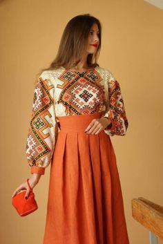 Фб Folk Fashion, Girl Fashion, Fashion Dresses, Fashion Design, Ukrainian Dress, Ethno Style, Embroidered Clothes, Simple Dresses, Traditional Dresses