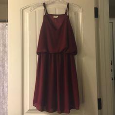 Tobi Dress Red wine coloring, tight waist, flowy. Tobi Dresses Mini