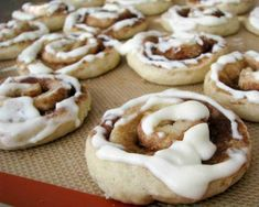Cinnamon roll sugar cookies with cream cheese frosting. (Shortcut: use a roll of sugar cookie dough from the grocery store! Cinnamon Roll Cookies, Rolled Sugar Cookies, Yummy Cookies, Cinnamon Rolls, Yummy Treats, Rollo Cookies, Sweet Treats, Köstliche Desserts, Delicious Desserts