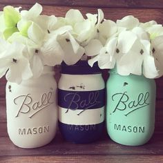 Set of 3 Pint size Painted and distressed mason jars. by AJsLittleShop on Etsy - Diy Home Crafts Home Projects, Projects To Try, Design Garage, Color Menta, Distressed Mason Jars, Mason Jar Crafts, My New Room, Diy Home Decor, Room Decor