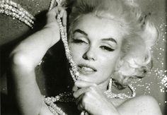 Oh Marilyn, you wear pearls so well!
