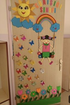 24 Easter and Spring Classroom Door Decorations that brings in a bouquet of happiness in your classroom School Board Decoration, School Door Decorations, Safari Decorations, Birthday Chart Classroom, Classroom Board, Classroom Decor, Preschool Door, Preschool Crafts, Crafts For Kids