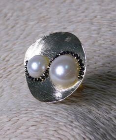 Δαχτυλίδι με Λευκές Πέρλες και Στρας Pearl Earrings, Pearls, Jewelry, Pearl Studs, Jewlery, Jewerly, Beads, Schmuck, Jewels
