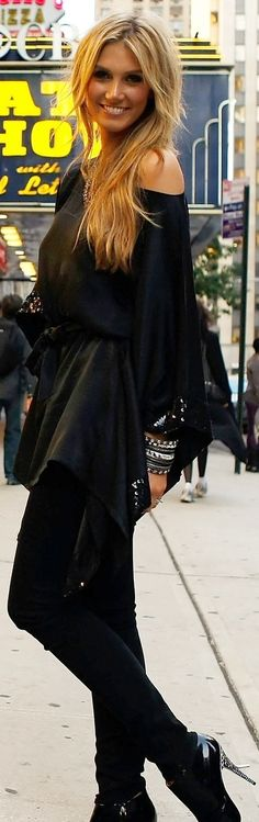 Inspiration Look; loving that blouse belted. Stylish in black boots and bangles.