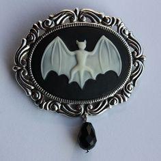 Gothic Bat brooch por pinkabsinthe