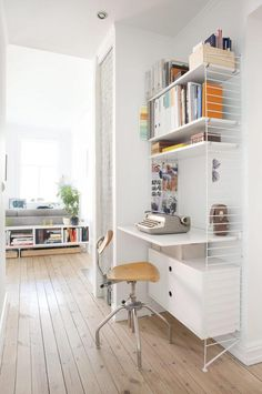 Five compact desk designs and workstation ideas for small space living. Create a home office in your living room or in a dead space of your home with these small desk options. Home Desk, Home Office Space, Office Workspace, Office Organisation, Small Space Office, Office Spaces, Desks For Small Spaces, Small Space Living, Small Space Furniture