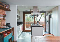 Terreno estreito rendeu um sobrado confortável e iluminado - Casa