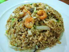 Resep Nasi Goreng Seafood enak dan mudah untuk dibuat. Di sini ada cara membuat yang jelas dan mudah diikuti.