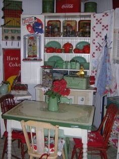 @Marilyn McNalley ~ We had that table in the basement but it was red in the parts this one is green.  Remember the long sides pulled out to make the table wider?