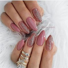 The trend of almond shape nails has been increasing in recent years. Many women who love nails like almond nail art designs. Almond shape nails are suitable for all colors and patterns. Almond nails can be designed to be very luxurious and fashionabl Mauve Nails, Pink Nails, Gel Nails, White Nails, Neutral Nail Polish, Rose Gold Nails, Gradient Nails, Rainbow Nails, Nail Nail