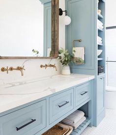 Blue cabinets + mixed metals = 💙 Gorgeous bathroom by @studiomcgee #sundayblues