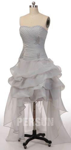 Robe de bal courte devant longue derrière grise bustier coeur drapé en dentelle appliquée et jupe fantaisie Mini Robes, Marie, Formal Dresses, Fashion, Grey Prom Dress, Wedding Dress Beach, Skirt, Make A Dress, Short Wedding Dresses