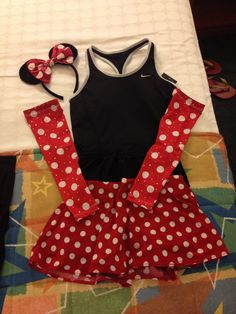 Minnie Mouse costume for the Run Disney   skirt from Sparkle Skirt and arm sleeves from Sparkle Athletic