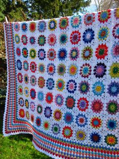 ΠΟΜ πλεκτή κουβέρτα - KAL knitting or crochet blanket Crochet Squares, Crochet Granny, Crochet Blanket Patterns, Knitting Patterns, Granny Squares, Big Granny, Love Crochet, Beautiful Crochet, Knit Crochet