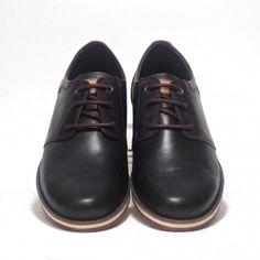 Fantástico zapato Pikolinos. Blucher de piel ideal para un estilo moderno y elegante a la vez.