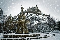 Ive been to Edinburgh, but not in the winter ....... Edinburgh in the snow, fountain and castle