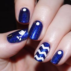 A magic blue polish & a cute little owl is all I need to be totally enchanted (Made by Bulleuw)