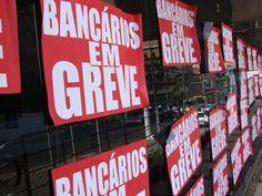 50% dos bancários devem parar hoje - Bancários de todo o País entram em greve a partir de hoje para reivindicar reajuste salarial e melhores condições de trabalho. Na região de Bauru, o sindicato da categoria projeta adesão de cerca de 50% dos trabalhadores, com maior mobilização principalmente entre funcionários de bancos públicos - http://acontecebotucatu.com.br/geral/50-dos-bancarios-devem-parar-hoje/