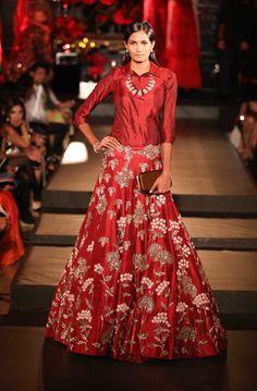 A red wedding lehenga by Manish Malhotra Indian Skirt, Indian Dresses, Indian Outfits, Shadi Dresses, Raw Silk Lehenga, Red Lehenga, Anarkali, Lengha Choli, Lehnga Dress