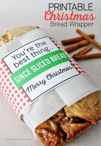 A great free printable, plus at the bottom of the page are 4 bread recipes you could use. Printable Christmas Bread Wrapper - print these and use to deliver bread to friends and family! from Thirty Handmade Days Christmas Bread, Christmas Neighbor, Christmas Food Gifts, Neighbor Gifts, Christmas Goodies, Christmas Printables, All Things Christmas, Christmas Holidays, Merry Christmas