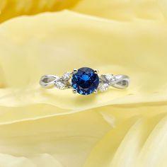 812bd92414cff 30 ideias de anéis de noivado completamente deslumbrantes. Safira AzulAnel  ...
