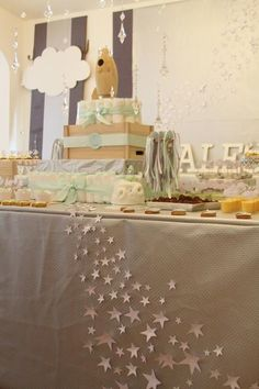 Love the simple elegance of the stars on the tablecloth, could be used at a craft fair to add interest.