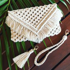 Had so much fun trying something new and making my first Macramé Clutch this week! This clutch comes with the option to clip on a handle… Macrame Purse, Macrame Knots, Macrame Jewelry, Macrame Supplies, Macrame Projects, Diy Macrame Wall Hanging, Macrame Mirror, Macrame Curtain, Diy Clutch