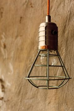 Wat een stoere hamglamp is dit! De mijnlamp van Storebror is gemaakt van metaal en heeft een stoere groene tint. De mijnlamp wordt geleverd met een oranje stoff