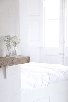 Sometimes simple is better. This wood shelf with small flower vases is a perfect example. | Robyn Porter, REALTOR | Your Real Estate Agent for Life® | Washington DC metro area | call/text 703-963-0142; email robyn@robynporter.com #homedecor #firsthome
