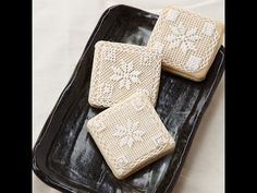 Learn the secret to creating delicate cross stitch designs with royal icing for cake and cookie decorating techniques. Vanilla Bean Sugar Cookies Recipe, Royal Icing Cookies Recipe, Cookie Icing, Galletas Cookies, Iced Cookies, Royal Icing Recipe With Egg Whites, Lemon Chiffon Cake, Icing Techniques, Cookie Videos