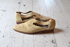 vintage oxford shoes / 1980s leather oxfords / Eyelet Oxfords