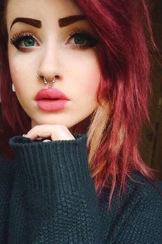 The medusa piercing also known as philtrum piercing. It is a beautiful piece of piercing set in the slope above your lip and directly under the septum of Medusa Piercing, Septum Piercings, Piercing Tattoo, Cool Piercings, Piercings For Girls, Facial Piercings, Types Of Piercings, Tragus, Body Piercing