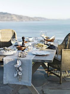 The art of coastal outdoor entertaining and dining. Each of these beautiful coastal table settings centers around a theme. Outdoor Table Settings, Outdoor Dining, Outdoor Tables, Coastal Homes, Coastal Decor, Coastal Living, Cottages By The Sea, Beach Cottages, Tables Tableaux