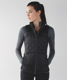 Run from morning to night—this lightweight, slim-fitting vest is perfect for transitional weather.