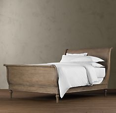 sleigh beds... can we sense a trend? #sleighbed