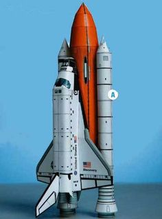 This paper model is the Space Shuttle Discovery, one of the orbiters from NASA's Space Shuttle program and the third of five built, the papercraft is creat Origami Paper Art, 3d Paper Crafts, Space Crafts, Paper Toys, Diy Paper, Craft Space, Paper Airplane Models, Model Airplanes, Paper Planes